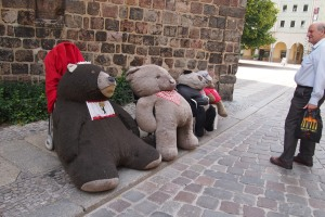 Bears in Nikoleiviertel