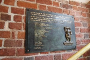 (loose translation) Some of the famous guests who have visited the Schweidnitzer Keller in the course of it's 700 year history are; (after the list of names are the words ....'and today.....')