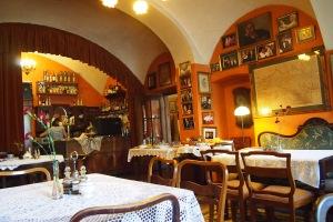 Klezmer-Hois dining room.