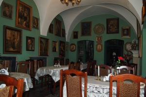 Another view of the Klezmer-Hois dining room