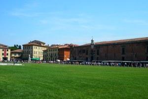 Tourists and vendors alongside the Campo dei Miracoli