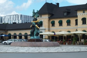 Näckens polska statues and fountain in front of Uppsala Central railway station.